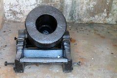 Canhão do forte na sala imagem de stock royalty free