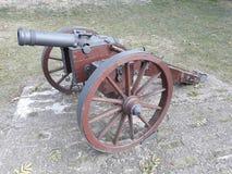 Canhão no castelo velho na cidade de Storkow fotografia de stock royalty free