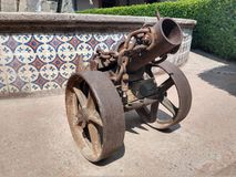 Canhão pequeno velho da guerra fotografia de stock royalty free