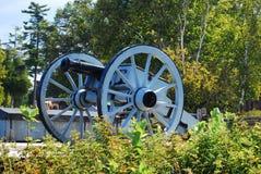 Canhão perto da ponte de Mackinac fotografia de stock royalty free