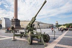 Canhão soviético original da defesa aérea na ação militar-patriótica, na ação militar-patriótica, St Petersburg Fotos de Stock Royalty Free