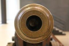 Canhão velho da artilharia do tambor dianteiro no fundo borrado Imagem de Stock Royalty Free