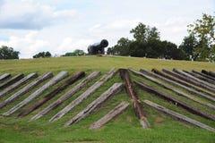 Canhão velho da era da guerra civil sobre um forte militar fotografia de stock royalty free