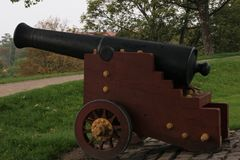 Canhão velho em um monte no castelo de Copenhaga Foto de Stock