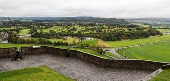 Canhão velho que defende paredes de Stirling Castle Fotografia de Stock Royalty Free