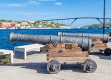 Canhões velhos em Curaçau fotografia de stock