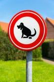 Cani del segnale stradale severi alla poppa Immagine Stock Libera da Diritti