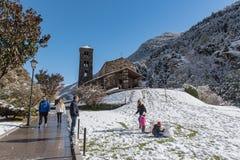 Canillo, Andorra 1º de novembro de 2018: Neve em Sant Joan de Caselles Church em Canillo Velinos do la de Andorra, Andorra imagem de stock royalty free