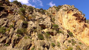 Canion in de bergen van Mallorca stock videobeelden