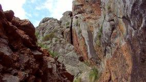 Canion in de bergen van Mallorca stock footage