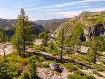 Canion en meer in de Sierra Nevada -bergketen royalty-vrije stock foto