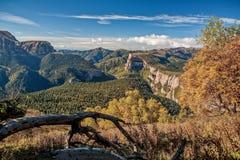 Canion oostelijke helling van de Waaier sikhote-Alin Sikhote Alin, een bergachtig land in het Verre Oosten stock fotografie