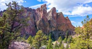 Canionsleep in Smith Rocks State Park, een populair bergbeklimmingsgebied in centraal Oregon dichtbij Terrebonne royalty-vrije stock fotografie