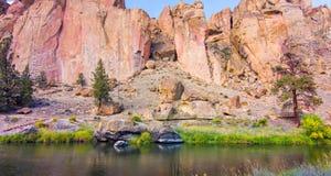 Canionsleep in Smith Rocks State Park, een populair bergbeklimmingsgebied in centraal Oregon dichtbij Terrebonne stock foto