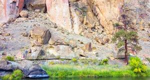 Canionsleep in Smith Rocks State Park, een populair bergbeklimmingsgebied in centraal Oregon dichtbij Terrebonne royalty-vrije stock afbeelding