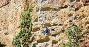 Canionsleep in Smith Rocks State Park, een populair bergbeklimmingsgebied in centraal Oregon dichtbij Terrebonne stock foto's