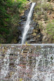 Caniveau de cascade Photographie stock libre de droits