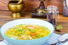 Canja de galinha com brócolis, cenouras e aipo, abóbora e Nood Imagens de Stock Royalty Free
