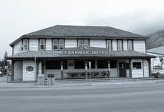 canmore旅馆, canmore亚伯大,加拿大的黑白图片 库存图片