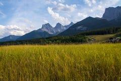 Canmore tres montañas de las hermanas Fotos de archivo libres de regalías