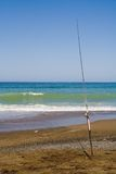 Canna da pesca su una spiaggia Fotografia Stock
