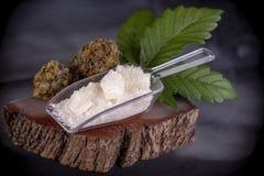 Cannabidiol kryształ aka CBD, medyczny marihuany tło zdjęcia royalty free