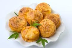 Cannabis cupcake muffins op een plaat Stock Foto's