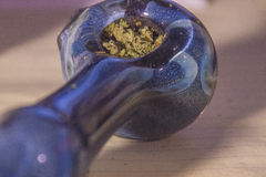 Cannabis em uma tubulação de vidro Foto de Stock Royalty Free