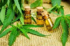 Cannabis för behandlingavkok, tinktur, extraktolja Arkivbild