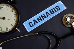 Cannabis no papel da cópia com inspiração do conceito dos cuidados médicos despertador, estetoscópio preto imagem de stock royalty free