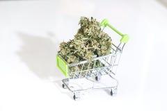 Cannabismarijuana e cannabis da marijuana da textura Droga legal foto de stock royalty free