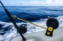 Canne à pêche étroite dans un bateau chez les Caraïbe Photo libre de droits
