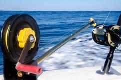 Canne à pêche étroite dans un bateau chez les Caraïbe Photographie stock libre de droits