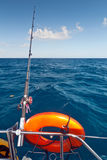 Canne à pêche sur le bateau