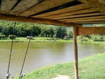 Canne da pesca che si appoggiano baracca Fotografia Stock Libera da Diritti