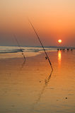 Canne da pesca e tramonto sulla spiaggia Immagine Stock Libera da Diritti