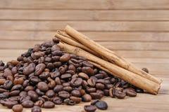 Cannella e caffè Fotografia Stock Libera da Diritti
