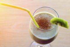 Cannelle de banane de kiwi de Smoothie image stock