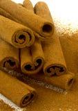 Cannelle et bâtons de cannelle fondés Photographie stock libre de droits