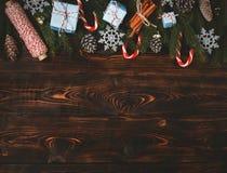 Cannelle v de cône de pin de branches de sapin de composition en nouvelle année de Noël Photographie stock