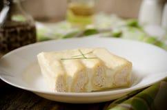 Cannelloni с Турцией в белом соусе Стоковая Фотография