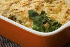 Cannelloni avec les épinards et le ricotta dans une casserole Images libres de droits