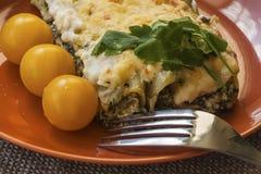 Cannelloni con la ricotta e spinaci sul piatto Immagine Stock Libera da Diritti