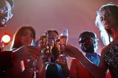Cannelures avec le champagne Image libre de droits