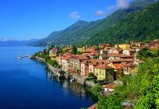 Cannero Riviera gammal stad, Lago Maggiore, Italien royaltyfri fotografi