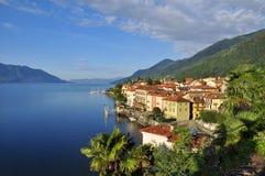 Cannero Riviera by på sjön (lagoen) Maggiore, Italien arkivbild