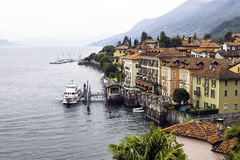 Cannero Riviera, See Maggiore, Vogelperspektive Mutter mit zwei Töchtern stockfotografie