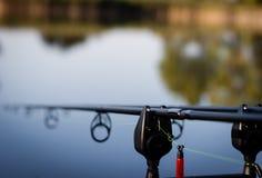 Cannes à pêche de carpe photographie stock