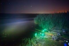 Cannes à pêche la nuit Photo stock