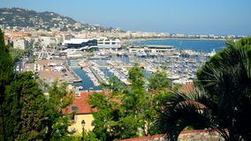Cannes, Cityscape van Frankrijk en Jachthaven stock videobeelden
